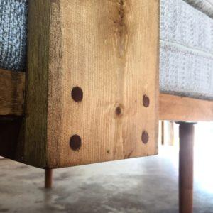 mobiliario moderno en madera